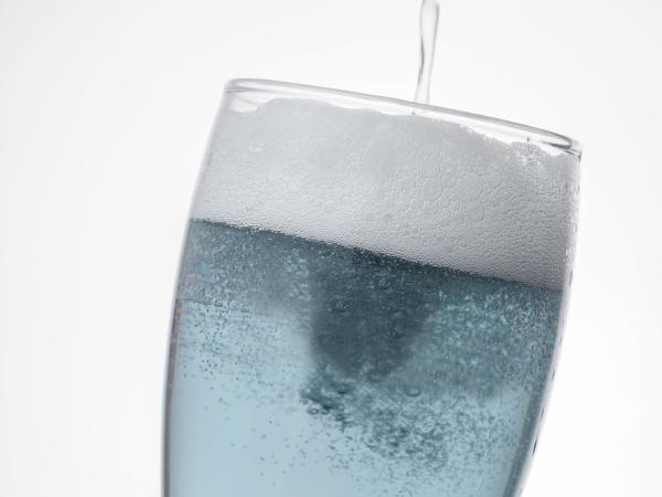 網走ビール 網走市の流氷を使ったスッキリ味わいのドラフト グラスに注いだイメージ